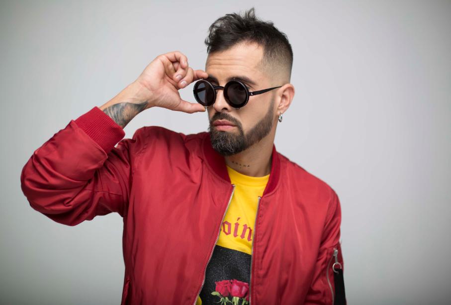 Mike bahía inicia conquistando el 2019 con su música y energía