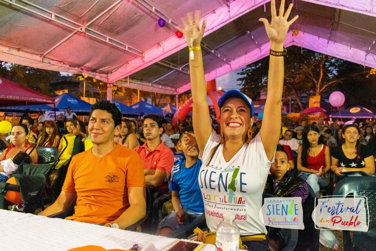 Aplausos para el Festival de Mi Pueblo