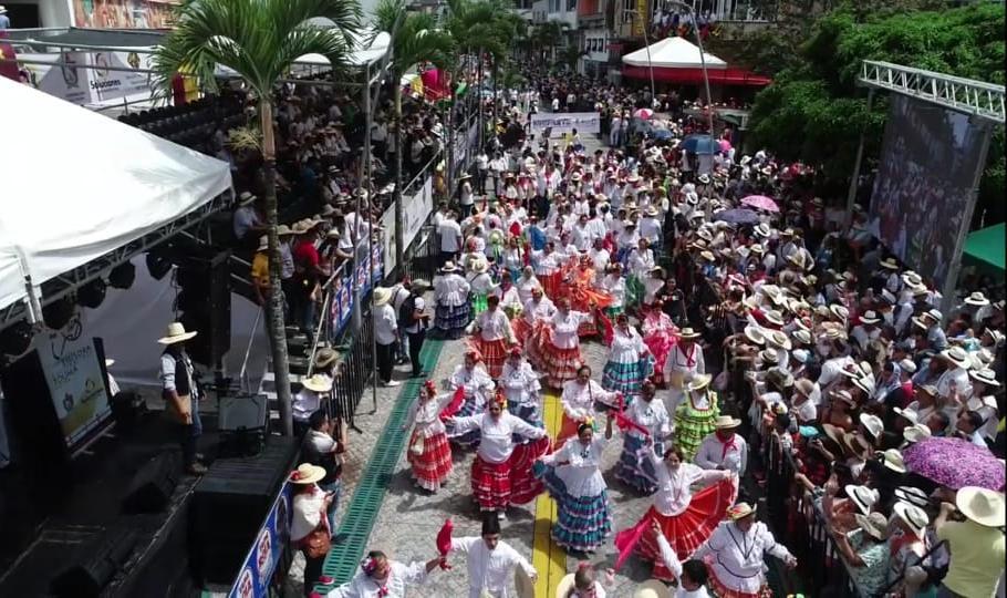 Más de 50.000 personas disfrutaron el tradicional desfile de San Juan en Ibague -Tolima