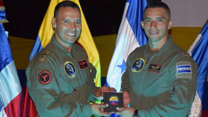 Pilotos de cuatro países llegan a la Escuela Helicópteros para las Fuerzas Armadas a capacitarse