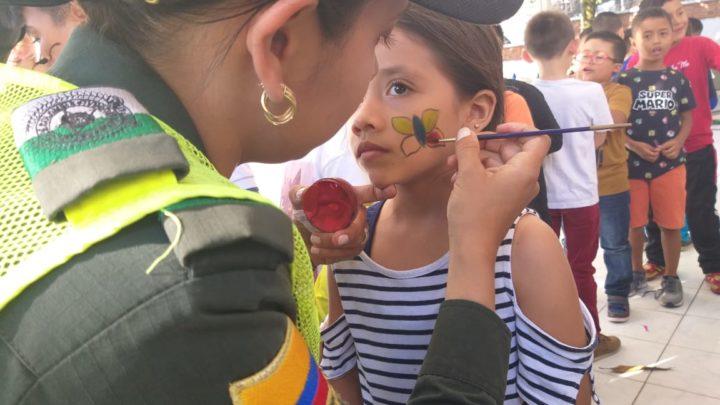 """La Policia Metropolitana en Ibagué """"JUNTOS CON LOS NIÑOS"""" Y """"ABRE TUS OJOS"""""""
