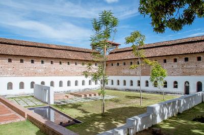 Turistas: conversatorio: 'Perspectivas y desafíos en la sostenibilidad del Museo Panóptico'
