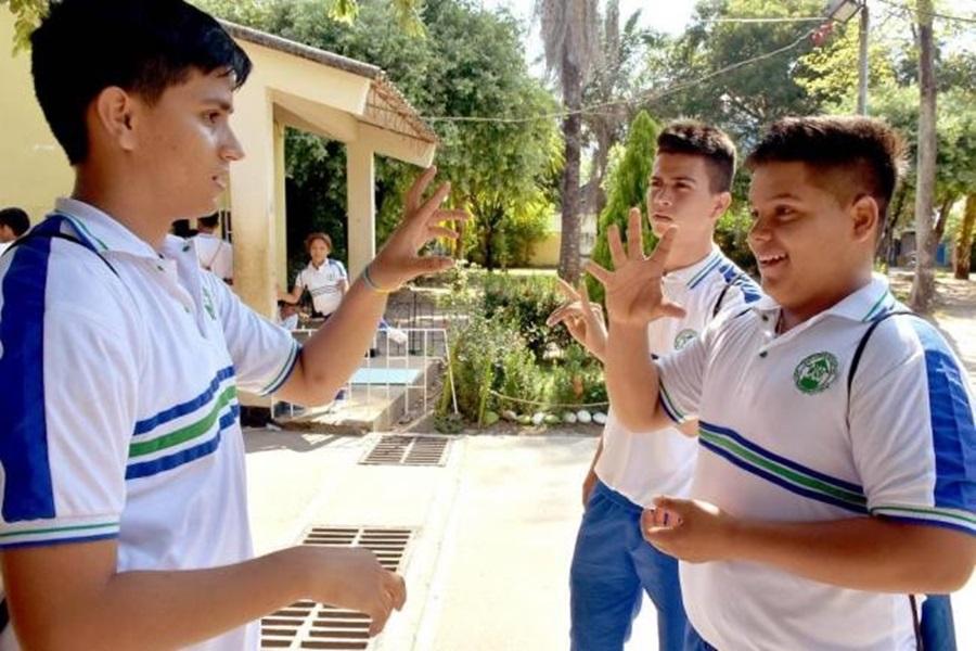 Ibague, fortalecer enseñanza-aprendizaje de estudiantes con discapacidad auditiva.