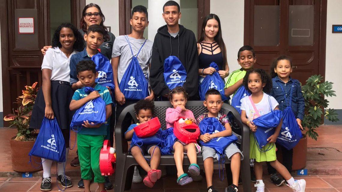 Asotrauma dono kits escolares para niños de escasos recursos, a través de la Pastoral Social