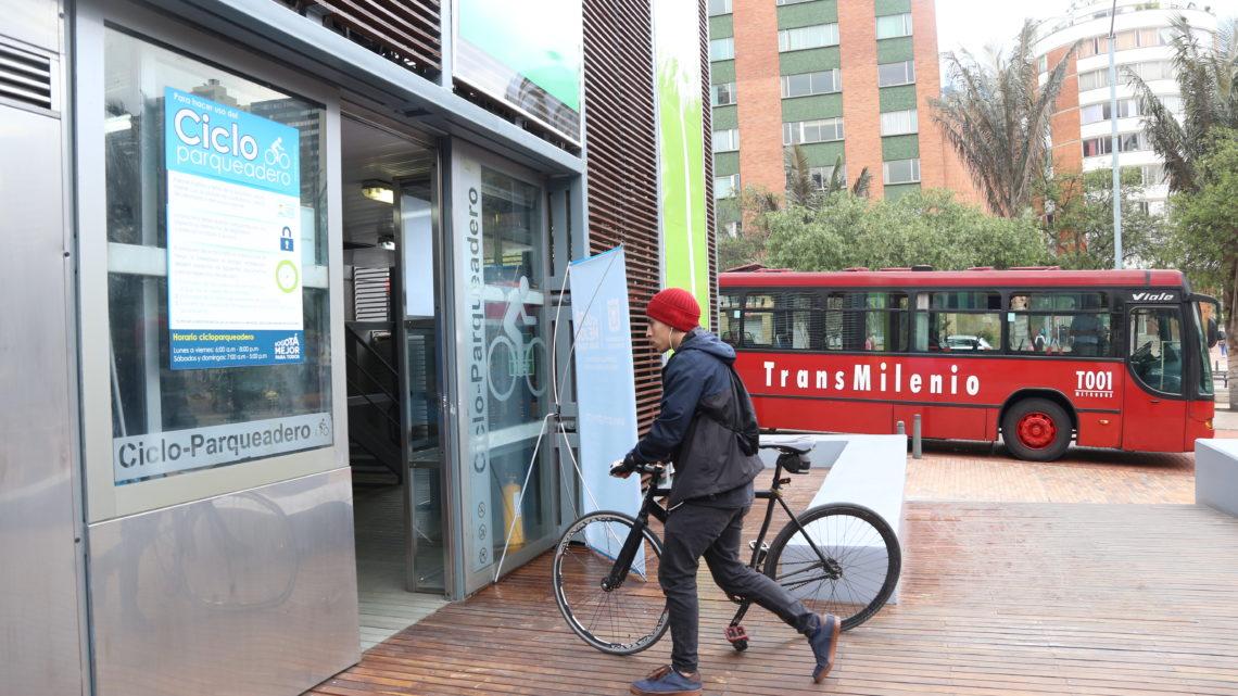 215 ciclo-parqueaderos gratuitos en el Día sin Carro y sin Moto Bogota