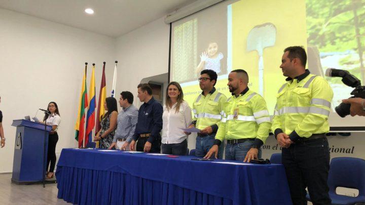 CEMEX COLOMBIA Y UNIVERSIDAD DE IBAGUÉ ENTREGAN BECAS.