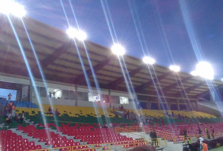 Incumplimiento contratista en iluminación del estadio Manuel Murillo Toro