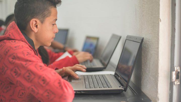 Más de 1.700 computadores llegarán a reforzar la educación en casa
