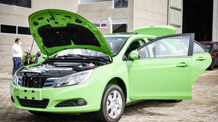 Turistas: Ibagué pone en servicio su primer taxi eléctrico