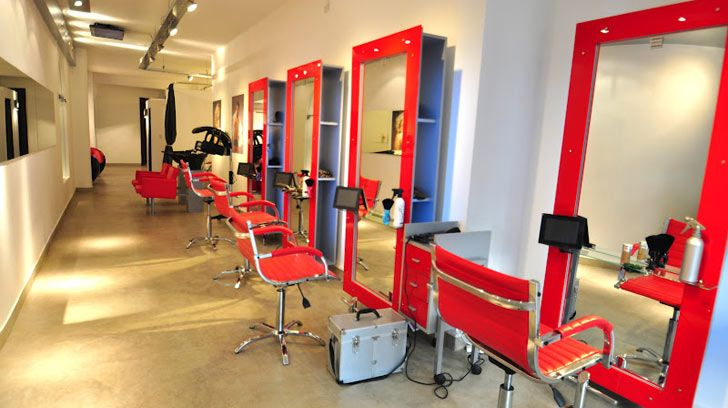 Autoridades realizan cierre preventivo a siete centros de belleza