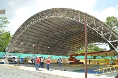 Turistas: Construcción  escenarios deportivos : Tejódromo y el Complejo de Raquetas.