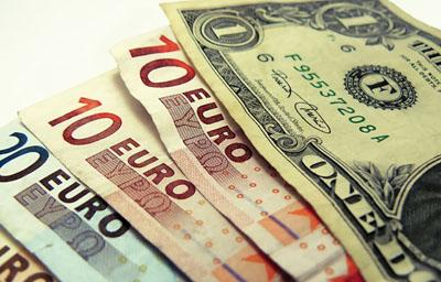 Con la baja del dólar y el euro, mejoran las condiciones para los viajes hacia el exterior