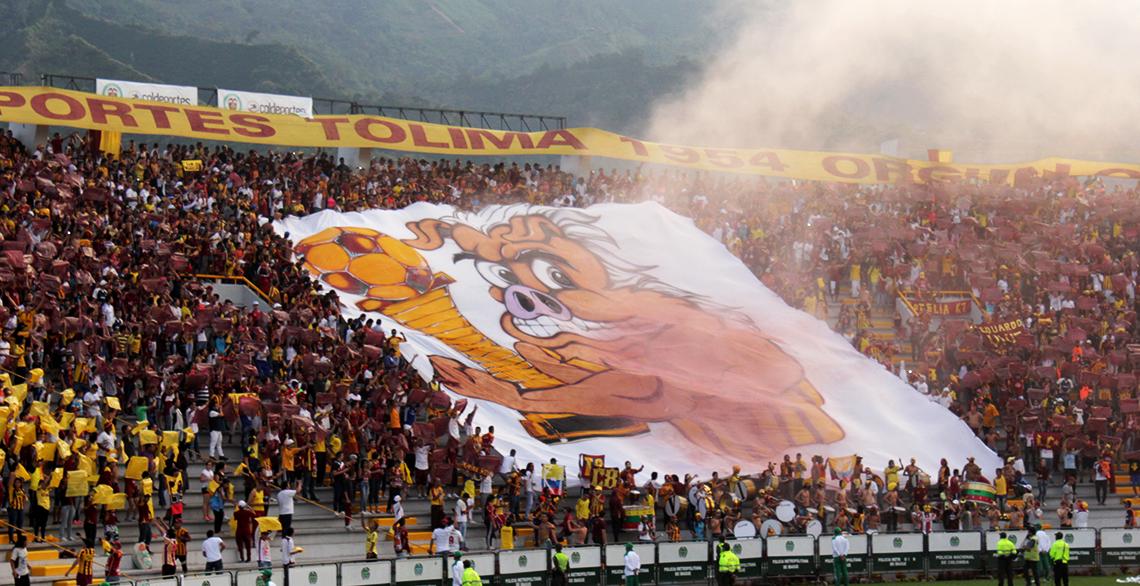 Turistas: La barra musical al estadio para alentar al Deportes Tolima.
