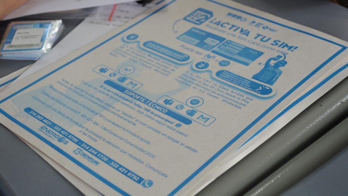 Turistas: En Ibaguè Estudiantes de 'Conecta2' reclamaron su SIM card con Internet gratuito.