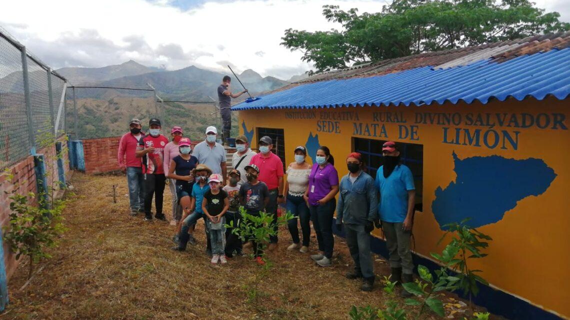 Turistas en Yopal  campaña 'Pinta tu escuela'
