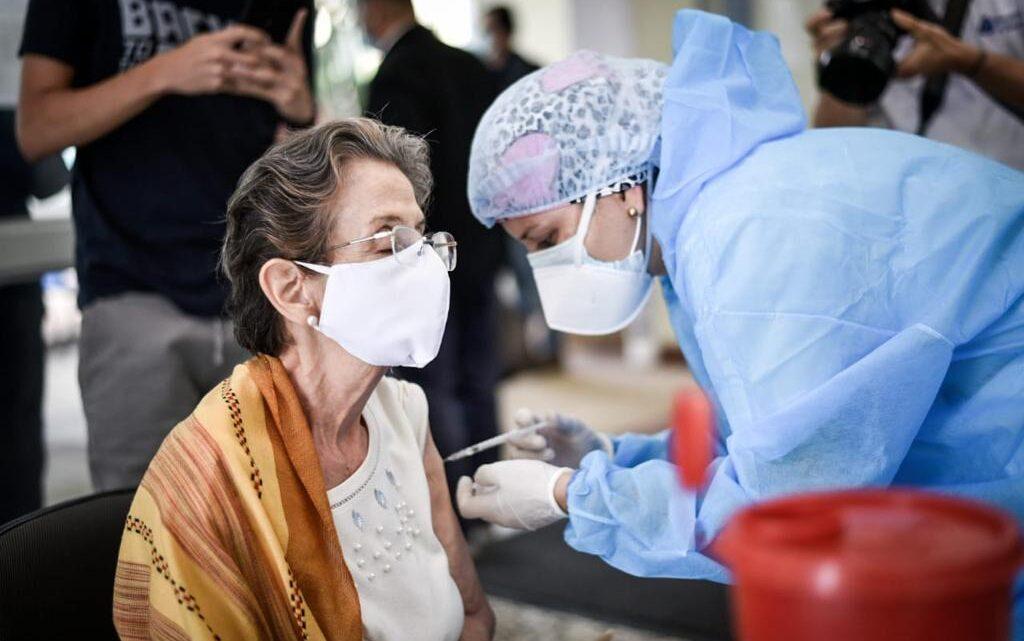 Turistas: Ibague 700 adultos mayores en vacunación