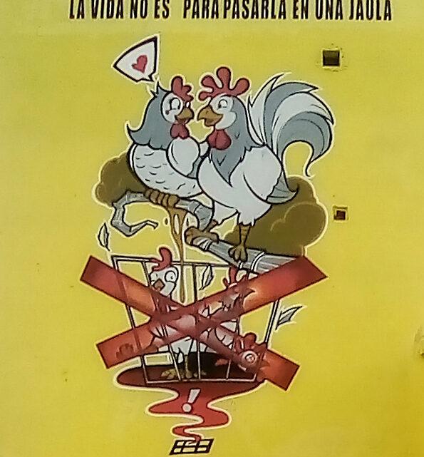 El mural que invita al Grupo Éxito a dejar la práctica cruel con gallinas ponedoras