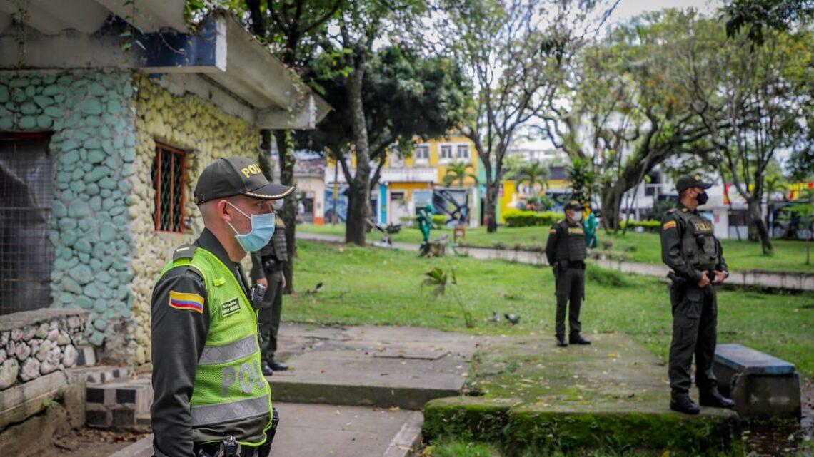 Turistas: Ibaguè, Infractores del Código Nacional de Policía pagan con  jornada de limpieza en el parque Galarza
