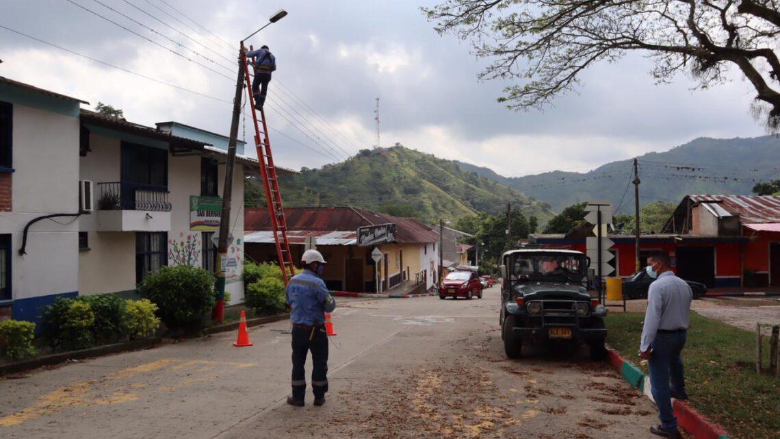 Turistas: Alumbrado público LED en la vía Ibagué – San Bernardo