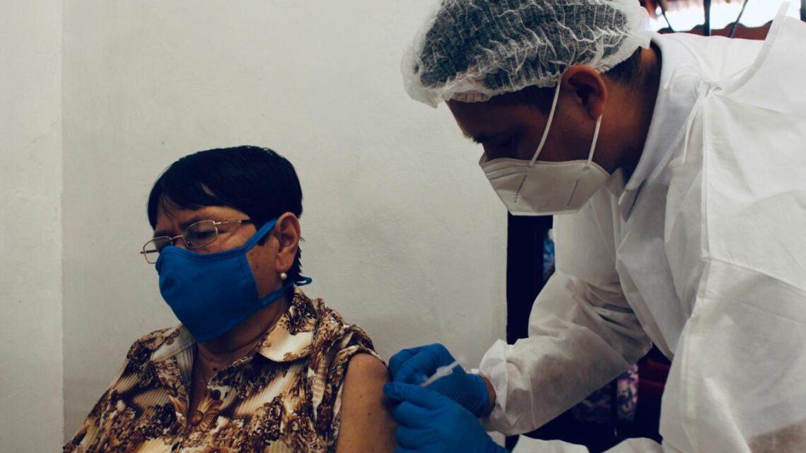 Turistas: En Ibaguè se aplicación de la segunda dosis de Sinovac adultos mayores de 80 años