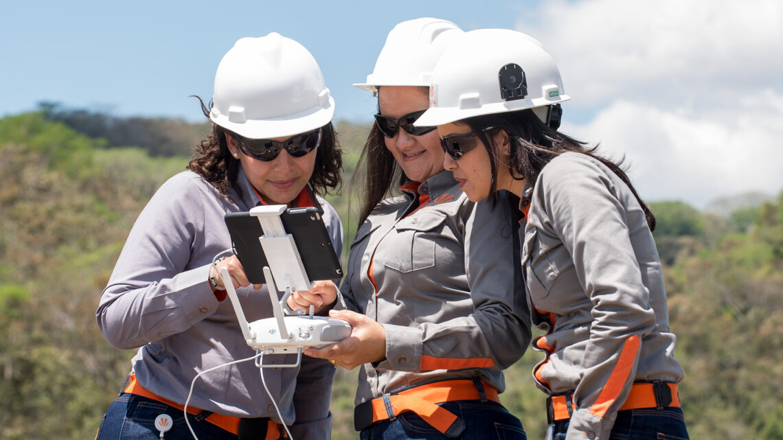 Mujeres electricistas, la nueva propuesta que impulsan Celsia, el Sena y Deltec en el Valle del Cauca