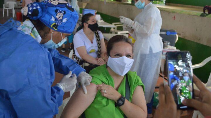 Cerca de 1.000 funcionarios del sector educativo ya fueron vacunados contra el Covid-19 en Ibagué