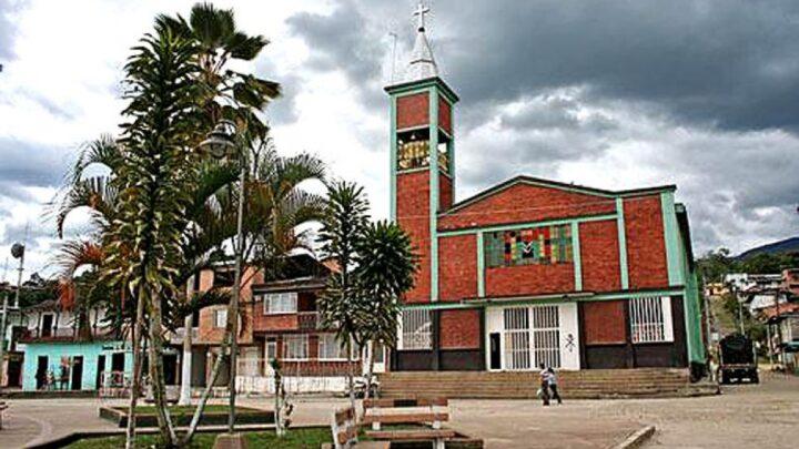Turistas: Villarrica Tolima  nueva esperanza de tener agua potable.