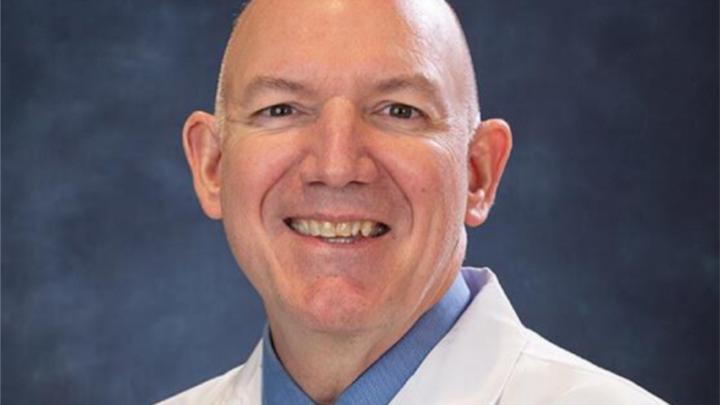 El DR. BRAD FELTIS:  Cirujano pediátrico del EE.UU. presente en Ibague.