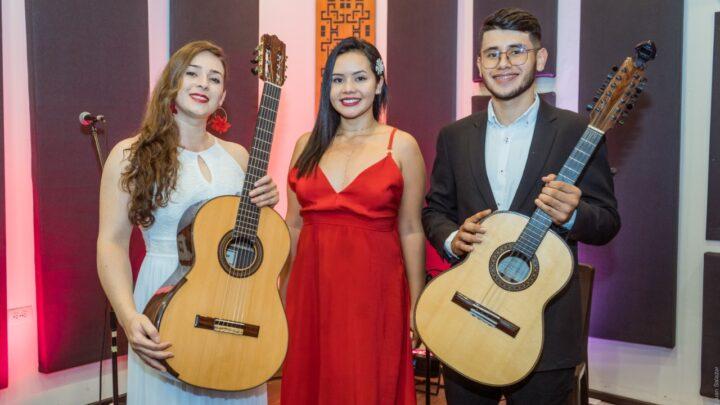Dueto vocal femenino  PAULA CRIOLLO NUÑEZ  MARTHA ELENA DÍAZ PEÑA Ganadoras en Mangostino Oro 2021