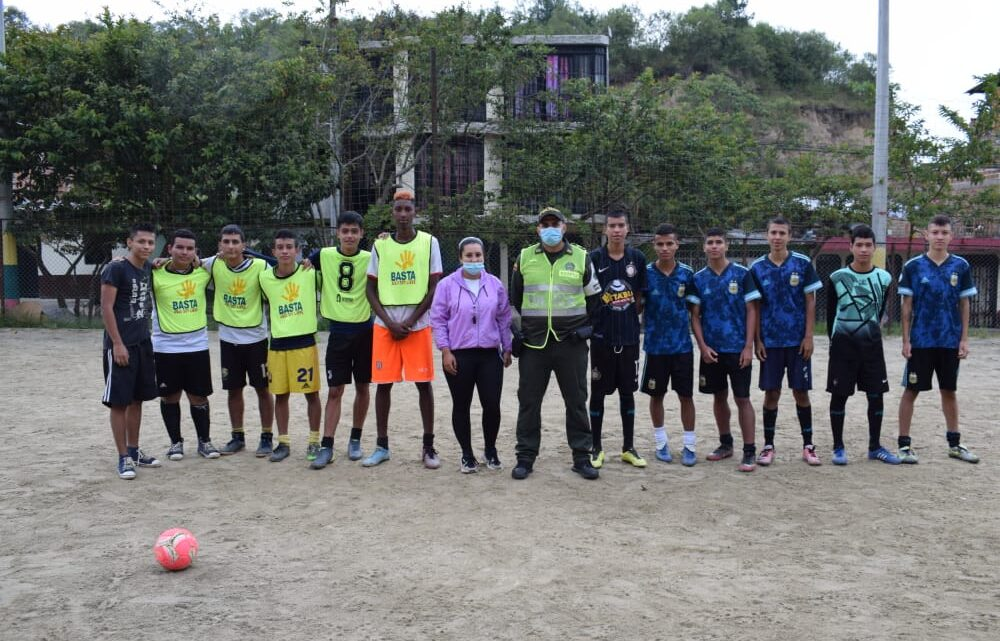 """TURISTAS: METIB y grupo de Protección a la Infancia y Adolescencia El torneo """"Más Fútbol Para Una Vida Sana"""""""