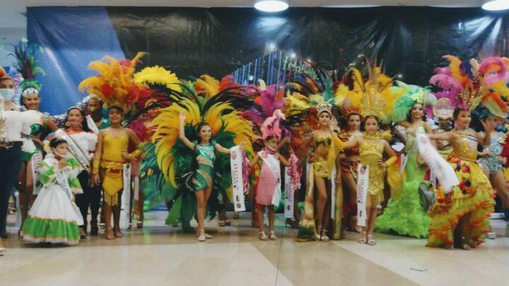 Turistas: Ganadoras del desfile en traje de Fantasía del 5to Reinado Niña Folclor Colombia