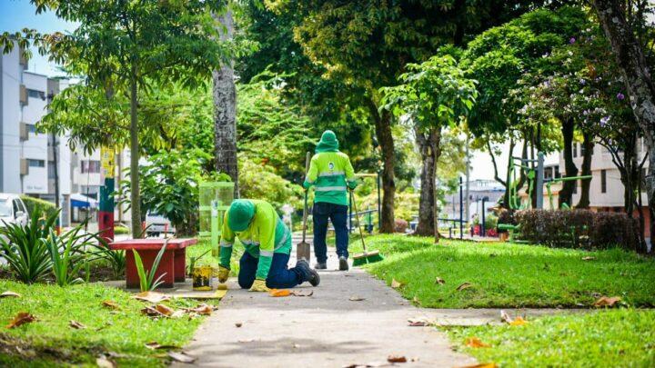 """Turistas: Los 'Guardianes Verdes' embelleciendo los parques de Ibaguè"""""""